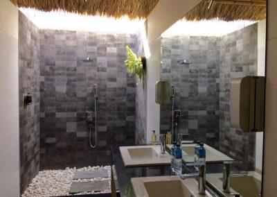 Badkamer met luxe stortdouche