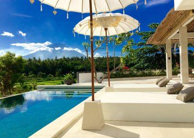 Zwembad met uitzicht op de vulkaan