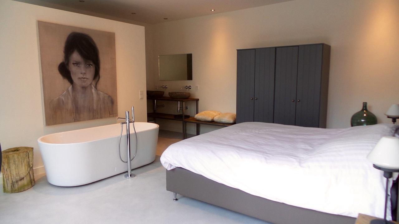 Slaapkamer met ligbad