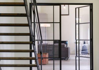 Stalen trap en deuren - foto Denise Keus