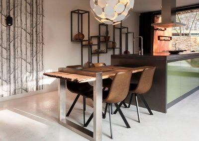 Stalen-Boshuis-Interieur-keuken-eettafe2